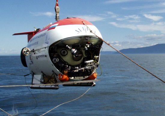 Les passagers des sous-marins habités embarqueront pour explorer leTitanic à 3.800 mètres sous la mer.