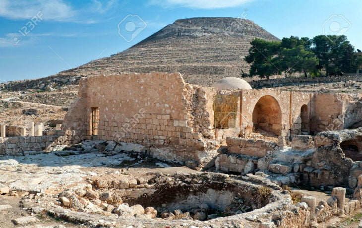 l'origine non-biblique du peuple juif»,