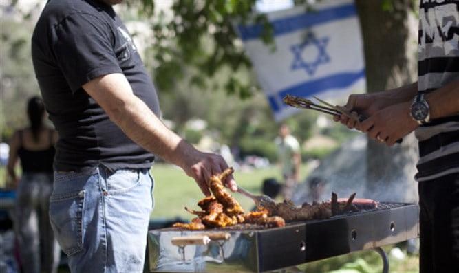 Israël: un barbecue géant devant la prison des grévistes de la faim palestiniens