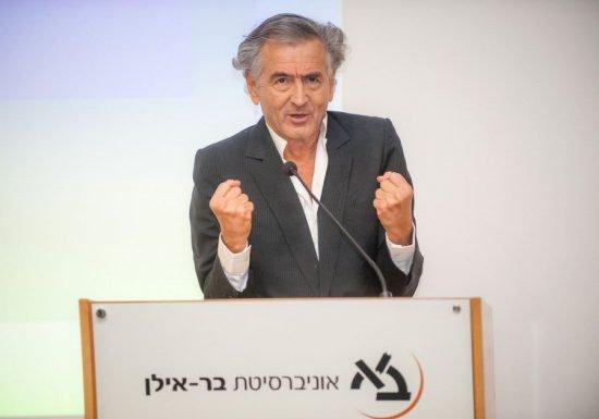 Le philosophe juif français Bernard-Henri Lévy parle à l'Université Bar-Ilan.