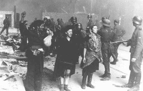 Alliés et Allemands rendent impossible le ravitaillement des Juifs internés