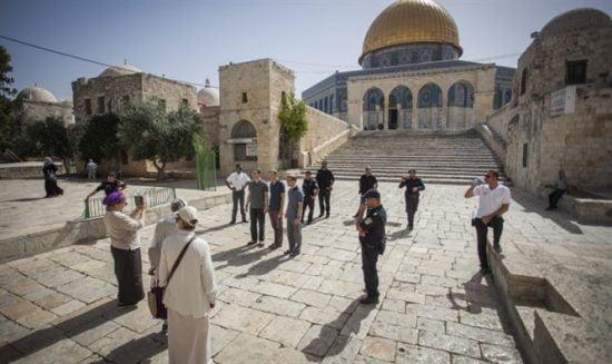 Des visiteurs juifs sur le Mont du Temple