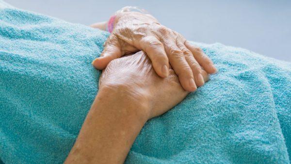 De nombreux patients atteints de la maladie d'Alzheimer et d'autres démences sont plus susceptibles de développer des escarres