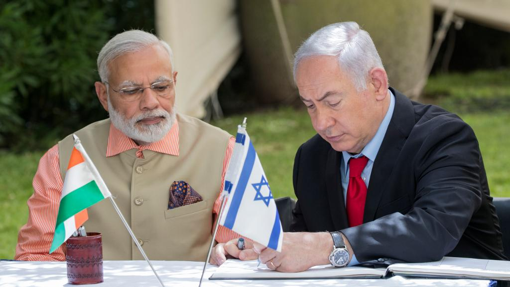 Les Premiers ministres indien Narendra Modi et israélien Benyamin Natanyahu à Haïfa, en Israël, le 6 juillet 2017.