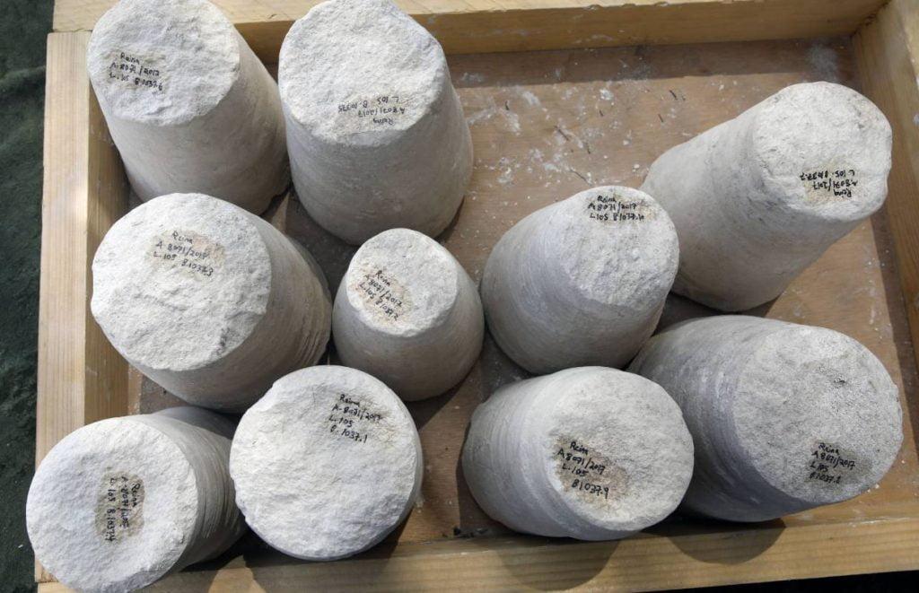 datant d'environ 2.000 ans et servant à la production de récipients en pierre
