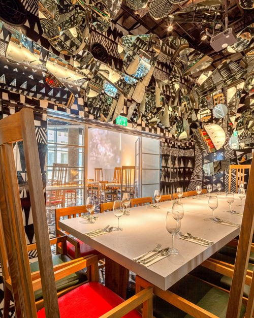 La salle privée de Qhattro avec ses 100 miroirs de tailles différentes