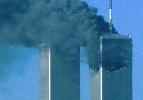 Les tours jumelles après avoir été frappées, le 11 septembre 2001.