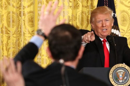 Donald Trump fustige deux journalistes