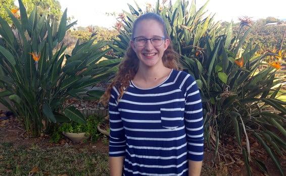 Une adolescente israélienne développe le cercle social des malentendants