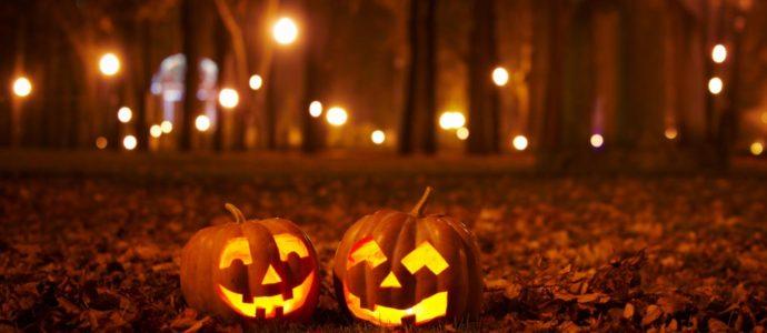 Rechercher des étincelles juives dans la fête d'Halloween