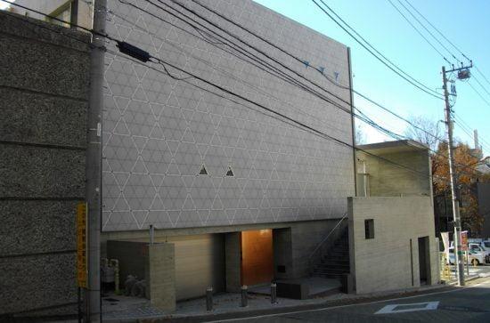 La communauté juive du Japon, une congrégation conservatrice de 110 familles, se réunit dans un bâtiment moderne à Tokyo construit en 2009