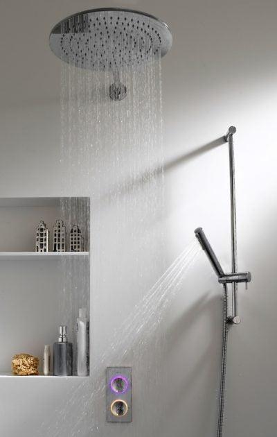 SmarTap installé dans une douche àTel Aviv.