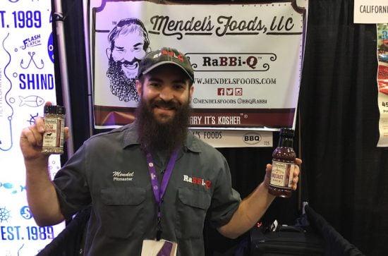 Le rabbin Mendel Segal vend de la sauce barbecue d'inspiration juive et méridionale