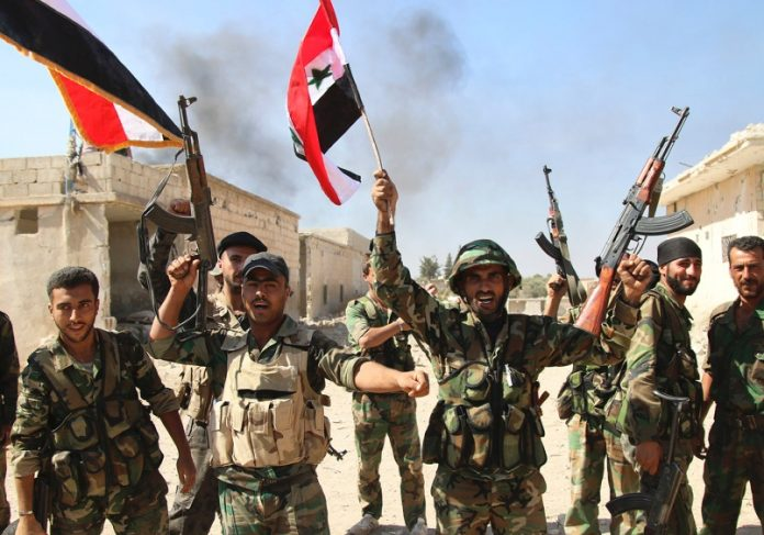 troupe syrienne avec drapeau syrien