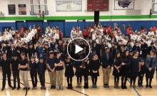 USA: des élèves créent la plus grande hanoukiya humaine au monde