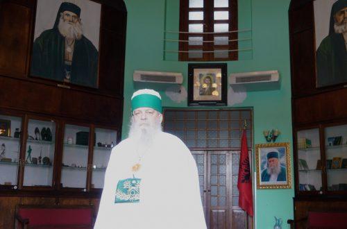 Baba Mondi, dirigeant de la secte Bektashi des musulmans albanais, à son bureau de Tirana, le 7 novembre 2017. (Cnaan Liphshiz)
