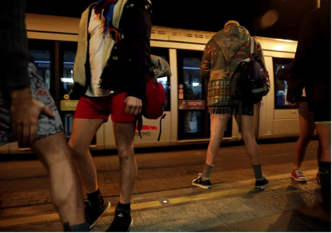 Une journée sans pantalon dans le tramway de Jérusalem