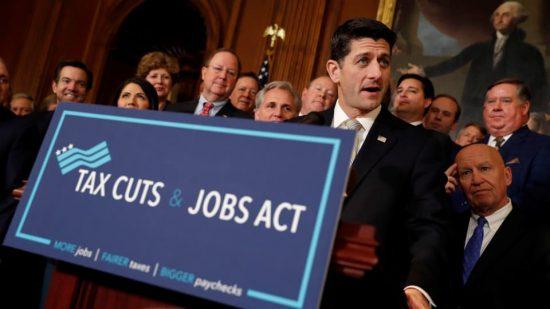 Le président de la Chambre des représentants, Paul Ryan, lors d'un point de presse après l'adoption d'un texte visant à réformer la fiscalité aux États-Unis, le 16 novembre 2017