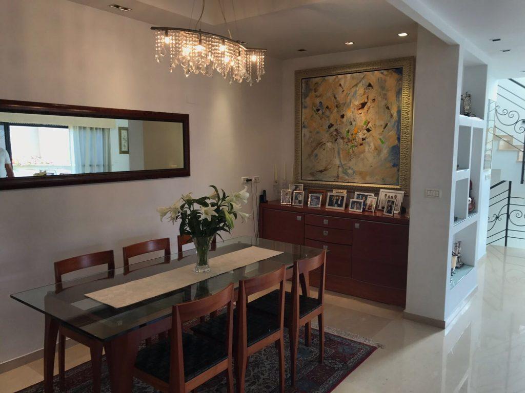 Salle à manger villa à Guivat Shmuel