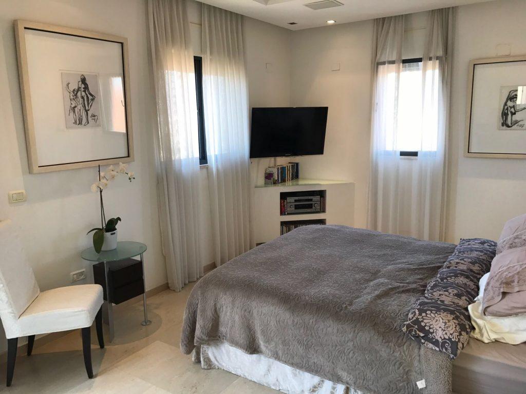 Chambre à coucher villa givat Shmuel Ramat Gan