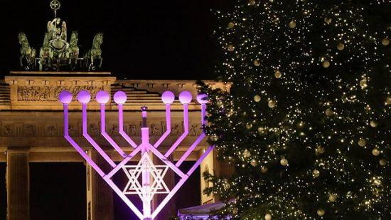 Allumage d'une immense menorah à Berlin pour la fête de Hanoukka