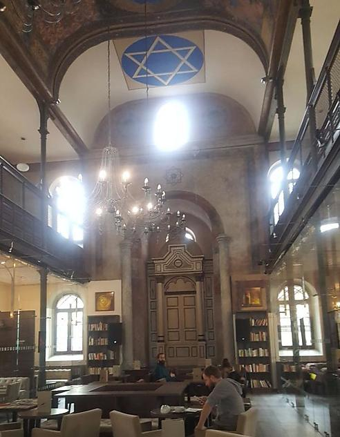 Une synagogue slovaque transformée en café