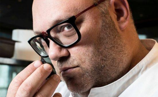 Le chef Moshik Roth ne plaisante pas avec son menu