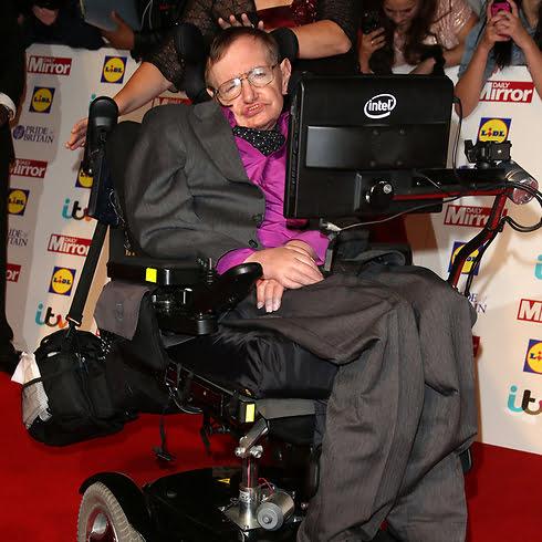 Comment Stephen Hawking a-t-il survécu plus de 50 ans à la maladie de Charcot?