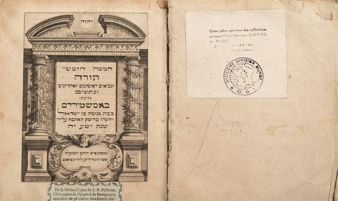 Découverte d'une Bible volée par Goering à un Juif