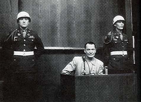 Hermann Goering, condamné à mort au procès de Nuremberg, s'est suicidé