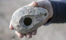 Israël: découverte d'une lampe à huile portant le symbole de la menorah du Temple