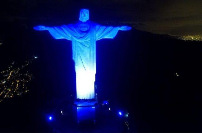 Brésil: la statue du Christ illuminée en bleu et blanc pour les 70 ans d'Israël