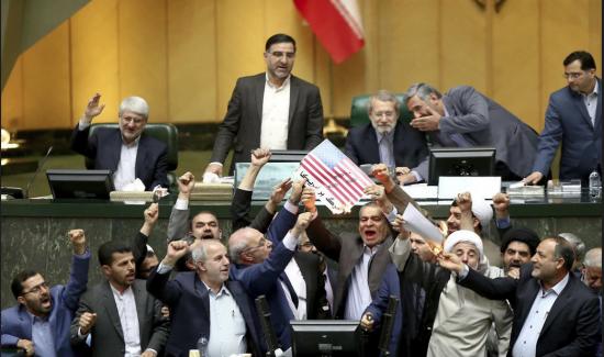 Les législateurs iraniens protestent contre le retrait des Etats-Unis de l'accord sur le nucléaire (Photo: AP)