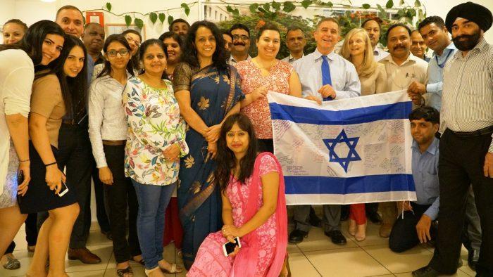 5000 drapeaux israéliens signés par des sympathisants à travers le monde