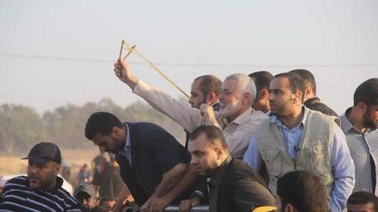 Le leader du Hamas Ismail Haniyeh avec des manifestants à la frontière de Gaza