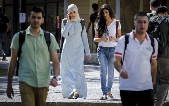 Des étudiants arabes
