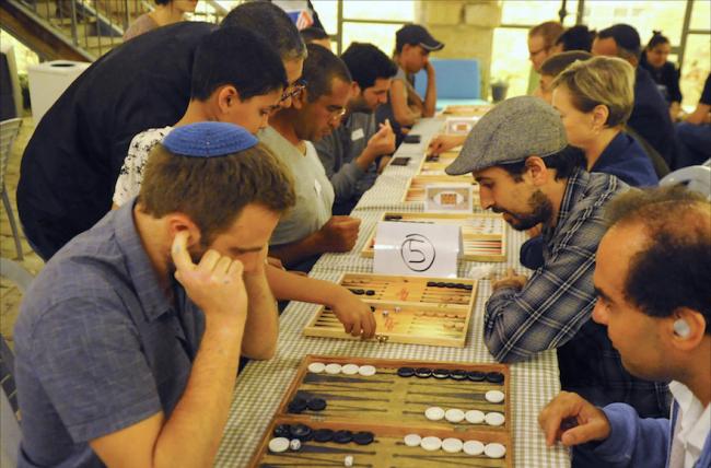 A Jérusalem, le backgammon devient un pacificateur entre Juifs et Arabes