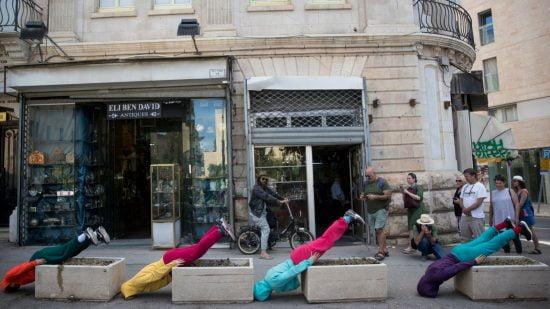 Faire tourner les têtes à Jérusalem. Photo par Yonatan Sindel / FLASH90