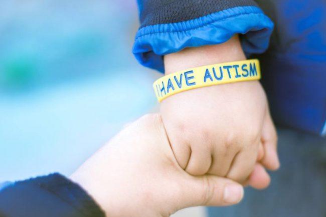 Pourquoi les autistes ne tolèrent pas qu'on les touche ?