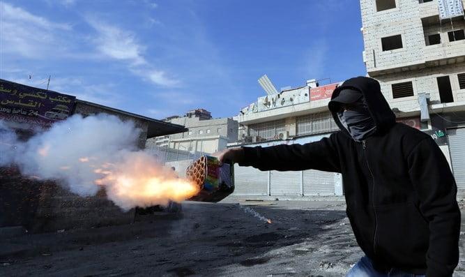 Israël: un Juif accusé d'avoir vendu 20 000 feux d'artifice à des arabes de Jérusalem Est