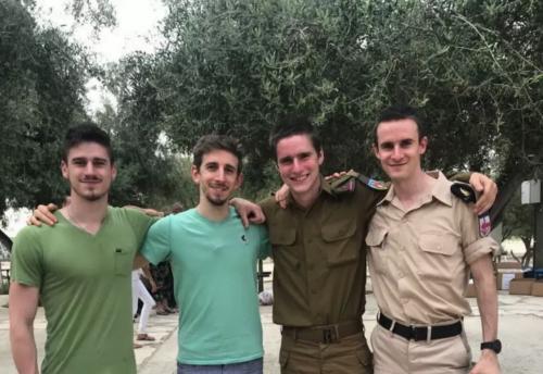 Simon Zauber (en uniforme) et ses frères