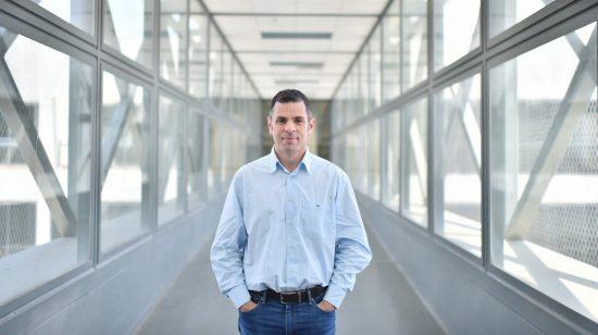 Prof. Alejandro Sosnik du Département de science et ingénierie des matériaux du Technion-Israel Institute.