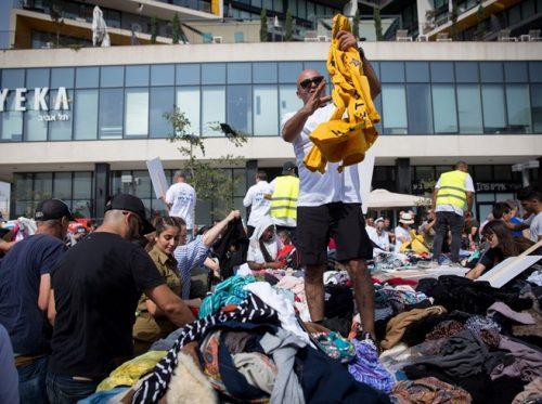 Le monticule de vêtements à Tel Aviv