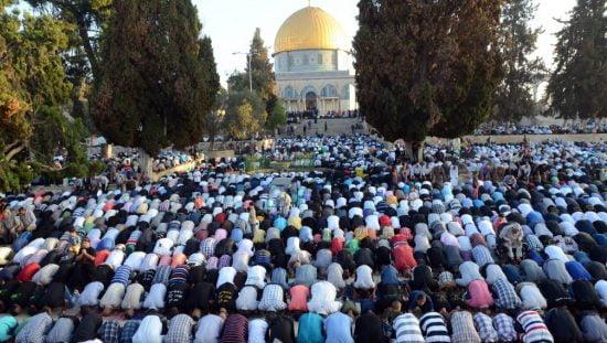 Prière des musulmans au mont du Temple à la fin du mois saint du Ramadan