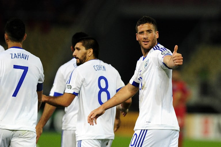 Israel's forward Tomer Hemed celebrates after scoring during the WC 2018 football qualification match between Macedonia and Israel in Skopje on October 6, 2016. / AFP PHOTO / ROBERT ATANASOVSKI