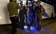 Les soldats israéliens secourent les Casques blancs syriens.