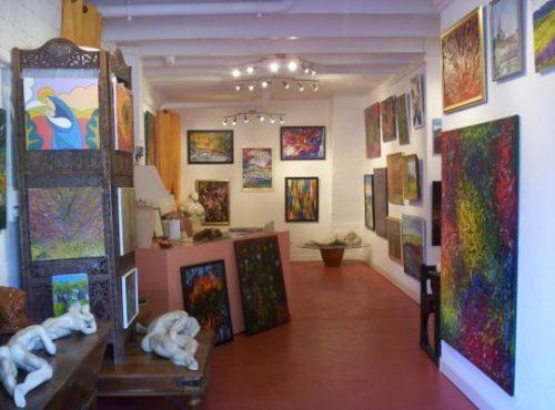 Des toiles de maître dans une galerie