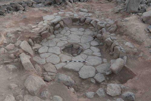 Vestige d'une hutte de l'époque natoufienne dans le nord de la Jordanie