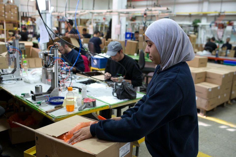 L'entreprise compte aujourd'hui plus de 1 400 employés dans le parc industriel d'Idan Hanegev, dont un tiers sont des Arabes bédouins de la région.