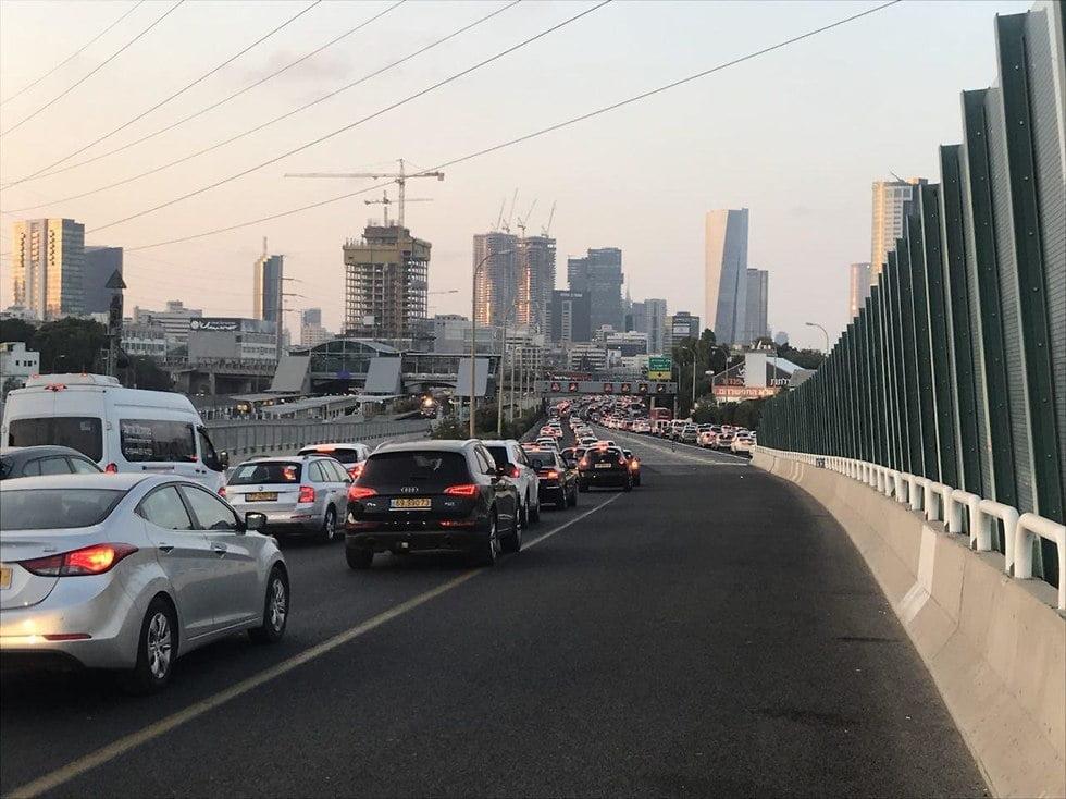 Les personnes handicapées ont bloqué le sud de l'autoroute de Tel-Aviv pendant plus d'une heure. Elles demandent que leurs allocations soient augmentées.